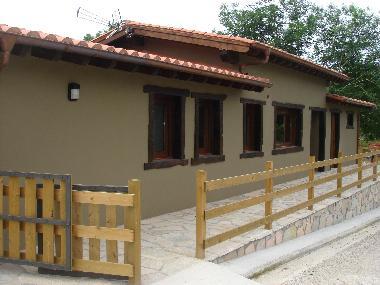 Casa de vacaciones porrua casa independiente con jardin for Casa jardin asturias